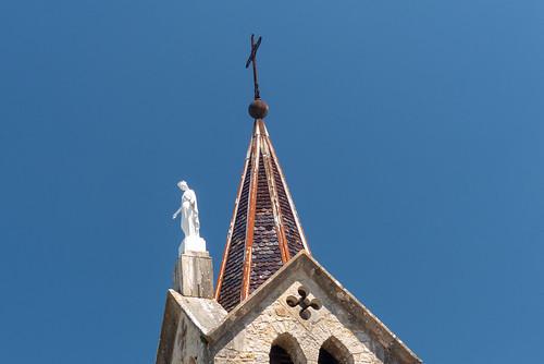 Clocher et sculpture de la vierge