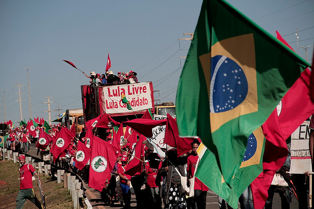 Peasants arrive in Brasília to make sure Lula is registered as presidential candidate
