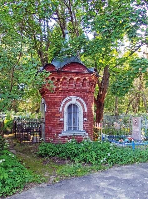 Часовня-усыпальница у Спасо-Кладбищенской церкви Бежецка, Nikon COOLPIX L23