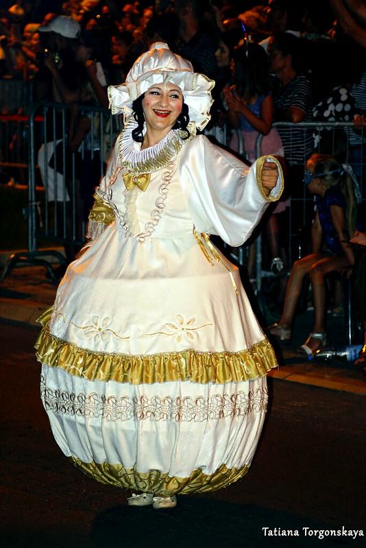 """Женщина в костюме чайника. Группа """"Красавица и Чудовище"""" из Тивата"""
