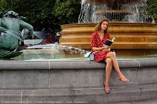 La représentation continue 4242 — La lectrice de Trafalgar Square — Londres, Royaume-Uni