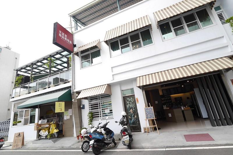 嘉年華戲院周邊美食|嘉義平價不限時咖啡-米諾思精品咖啡館 酒窩小姊Sunny http://sunny230.pixnet.net/blog