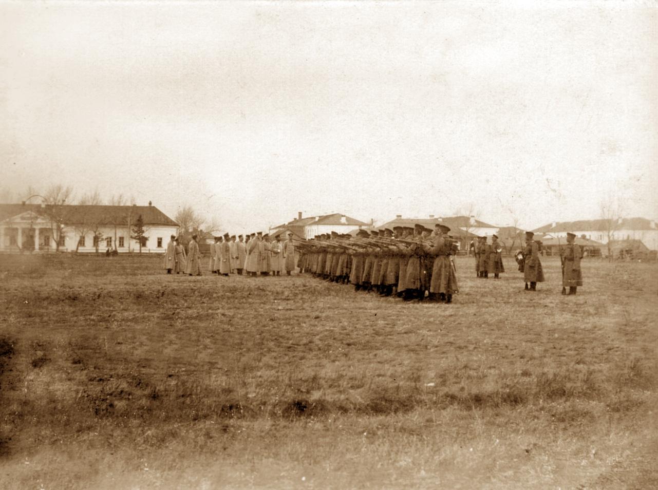 Смотр войсковой части на крепостном плацу