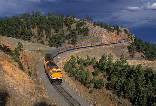 riograndeskitrain ansco passengertrain skitrain emd f40ph 242 storm tunnel1 plain plainview colorado coalcreekcanyon milepost23 upmoffattunnelsub train railroad locomotive co