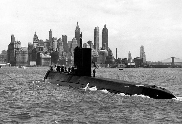 USS Nautilus (SSN-571) approaching Manhattan, New York