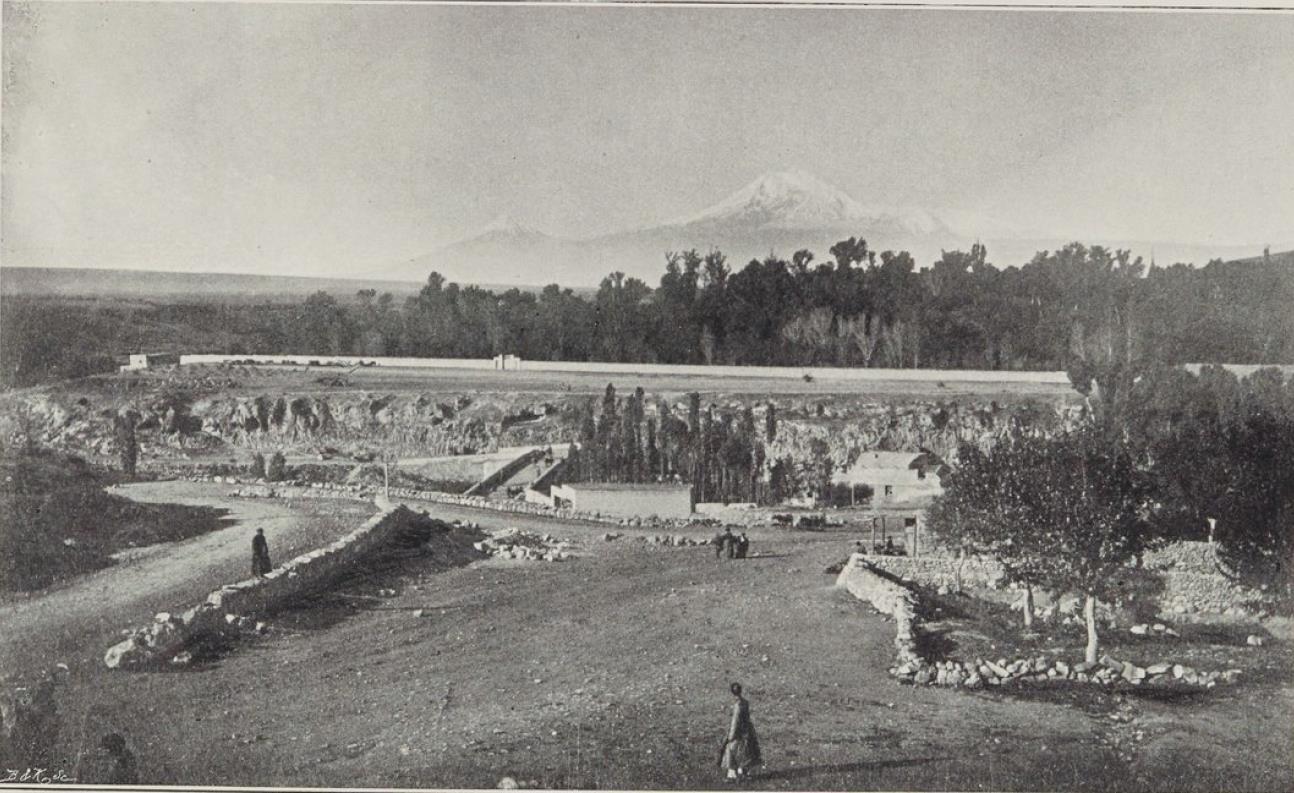 26. Эривань. Сардарский дворец. Вид из окна