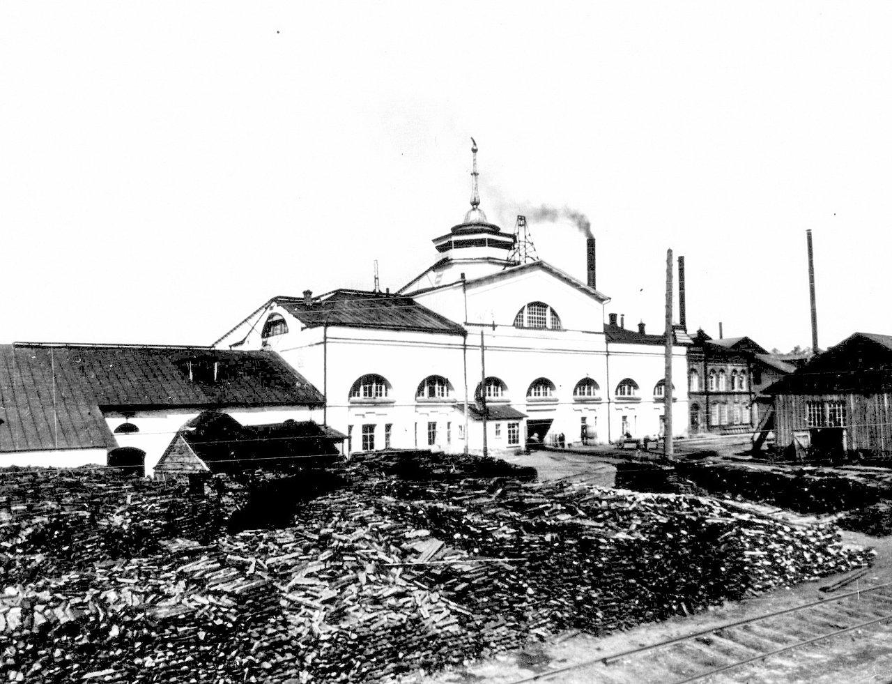 Воткинский завод. Николаевский корпус. Вид на главный въезд на завод (со стороны поселка)