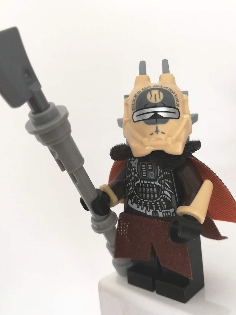 Custom Capes Lego Black /& Red Brown Hoods /& 2 Minifig Lightsabers