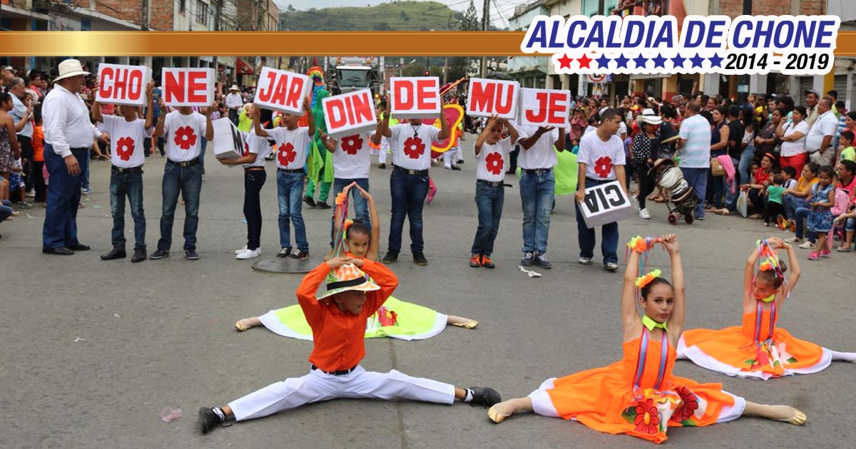 Tradición y cultura en el desfile folclórico del 7 de Agosto