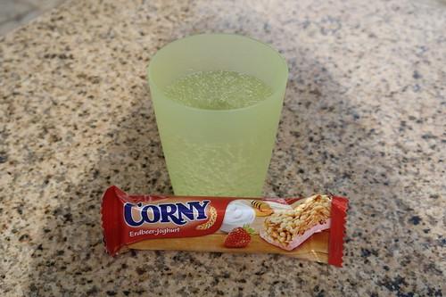 Trinkpause mit CORNY Erdbeer-Joghurt Müsliriegel in Weißenturm