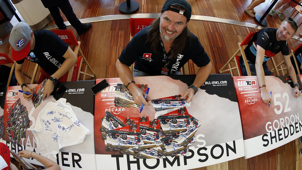 THOMPSON James, (gbr), Honda Civic TCR team ALL-INKL.COM Munnich Motorsport, portrait, autograph session during the 2018 FIA WTCR World Touring Car cup of Portugal, Vila Real from june 22 to 24 - Photo Paulo Maria / DPPI