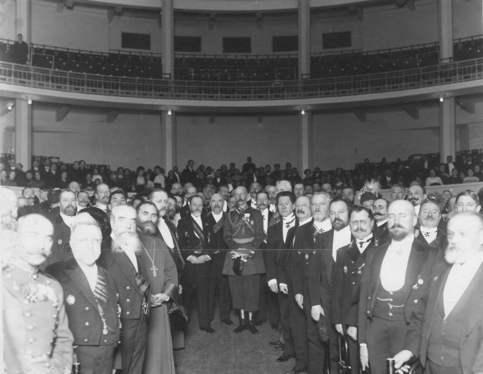 Участники открытия нового театра при Народном доме императора Николая II. 1912