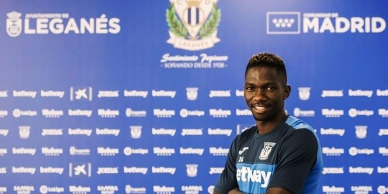 Leganes menandatangani Omeruo dari Chelsea