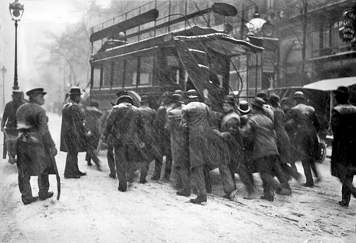 Horse-drawn bus in Paris, 1908.