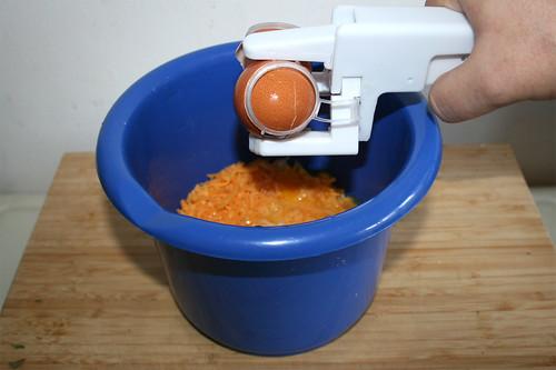 02 - Käse, Eier, Creme fraiche & Dill in Schüssel geben / Put cheese, eggs, creme fraiche & dill in bowl