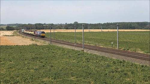 Movie van overbrenging van historisch materieel door HSL-Polska class 653-03,doorrit met fluitconcert en GM-gebrom door Laar-Neerwinden lijn 36