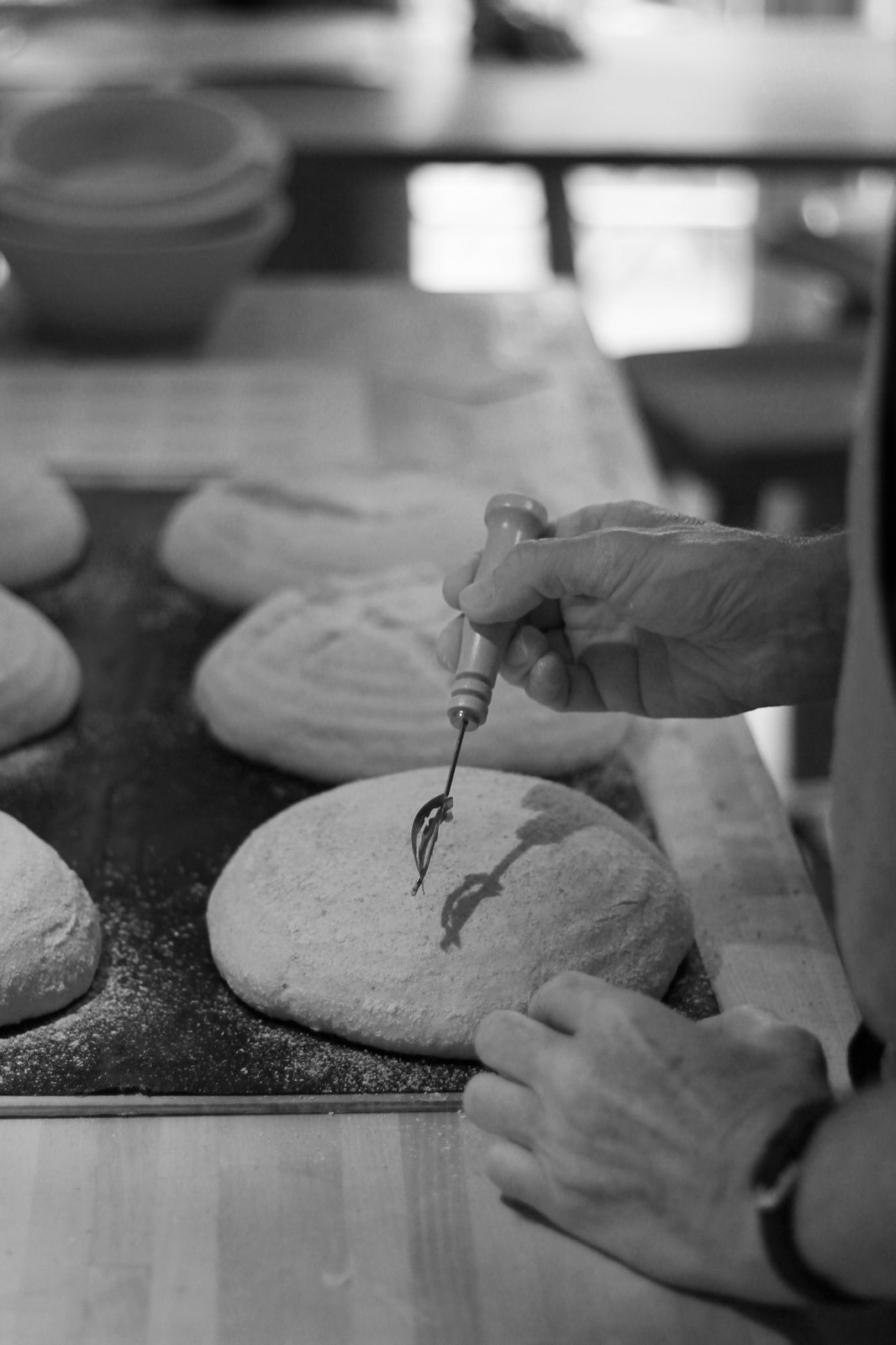 Scoring dough