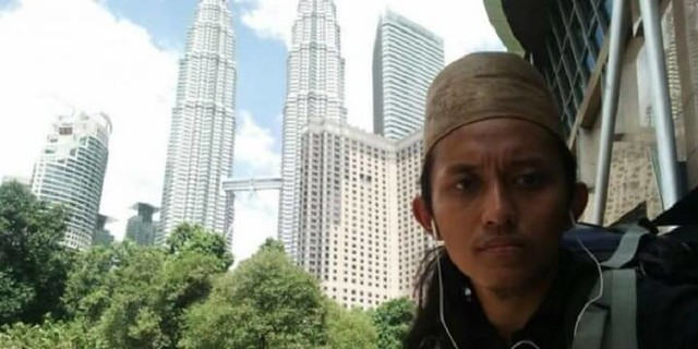 3710 Khamim - An Indonesian man who walked 9,000 Km on foot to perform Hajj 04