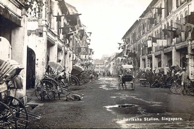 Postcard showing the jinrickshaw station in Singapore in the early 20th century.