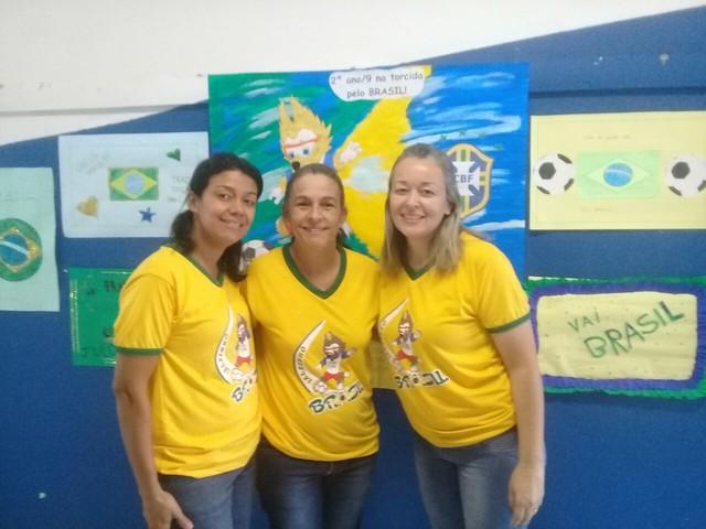 Vai Brasil! Todos na torcida pela hexa. 2 ano/9 C Tia Pati, Elaine e Wanessa