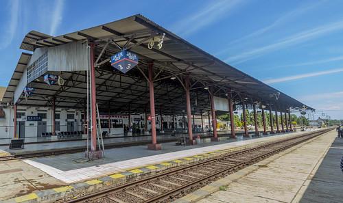 stasiun station railway keretaapi indonesia heritage dutch architecture building transportation kroya centraljava jawatengah cilacap