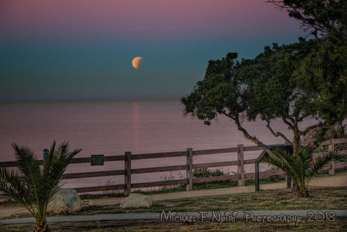 bloodmoon moon fullmoon pointvicente palosverdespeninsulacalifornia california sunrise