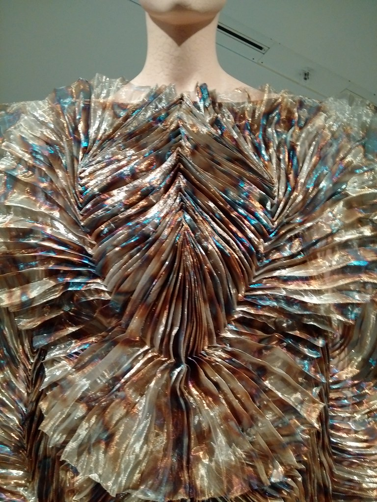 #irisvanherpen #transformingfashion #royalontariomuseum #designimpossible #RoyalOntarioMuseum
