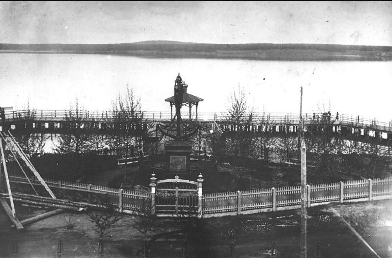 Памятник «Якорь» на плотине.