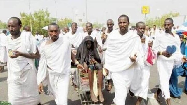 2190 Lucky Mother performs Hajj accompanied by her 8 Sons
