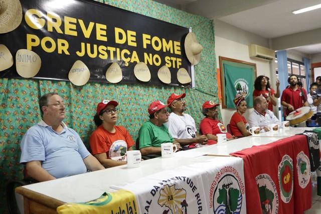 Manifestantes em greve de fome há 8 dias exigem audiência com ministros do STF