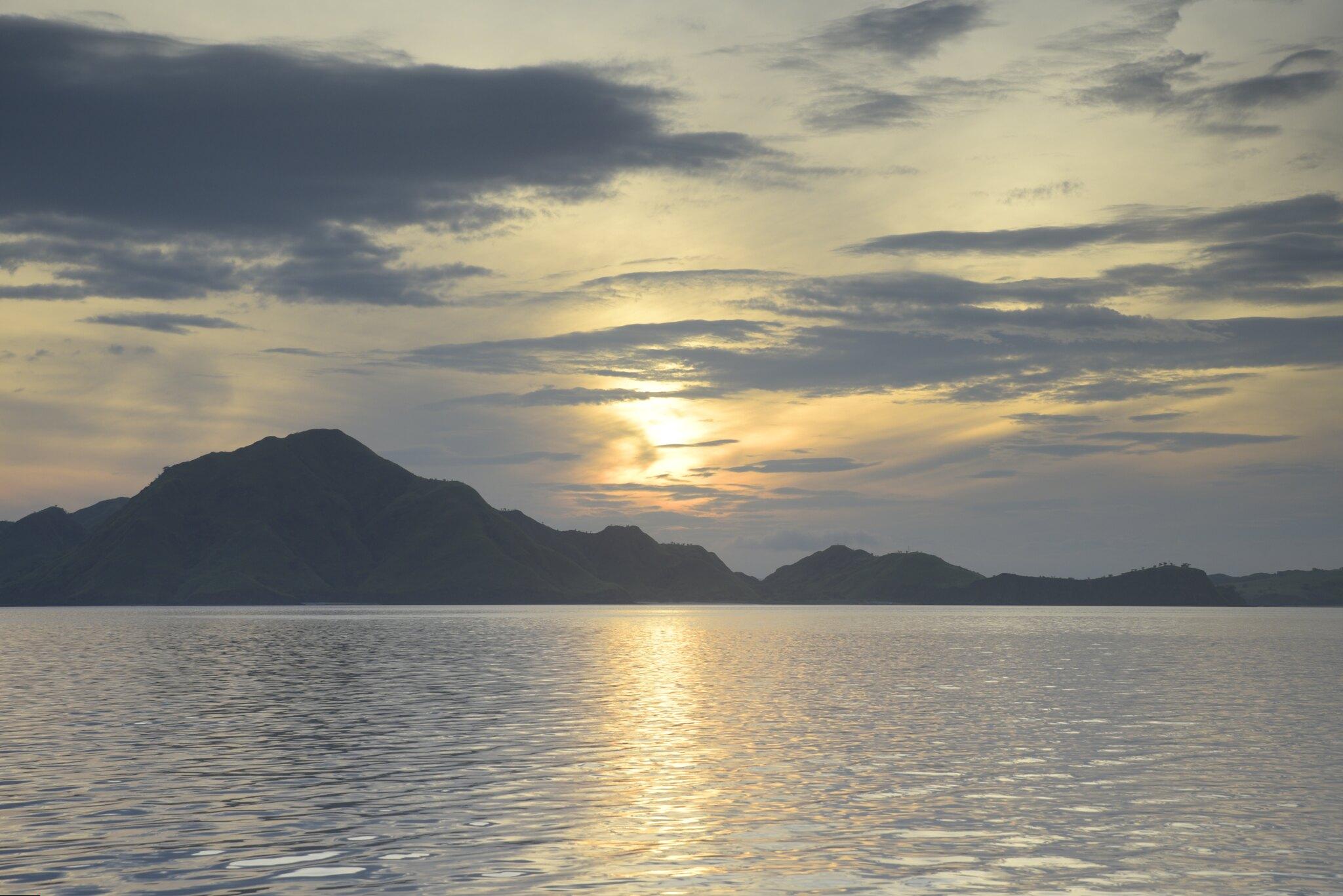 Parque nacional de komodo amanecer
