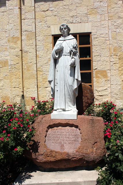 San Antonio - Downtown: San Fernardo Cathedral Courtyard - San Antonio de Padua