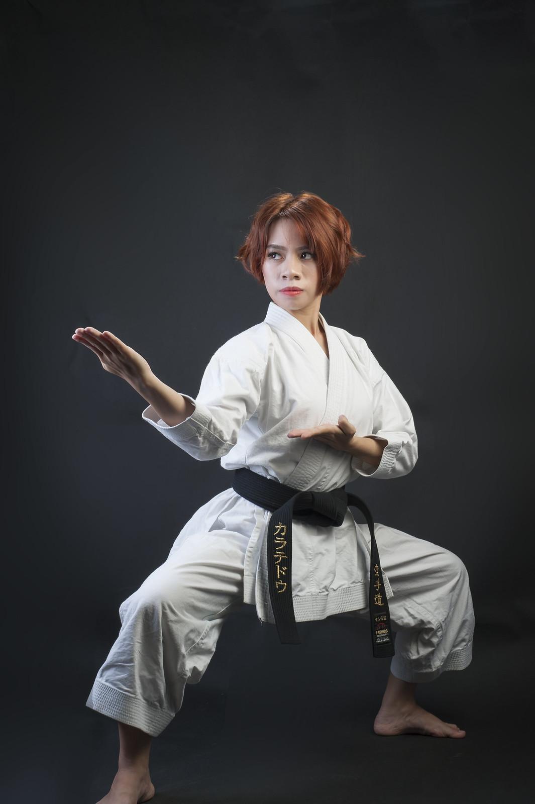 41170413620 2acb2b5c9e h - Bộ ảnh võ thuật Karate Girl phiên bản Việt