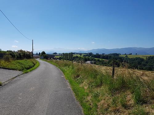 Le pic du midi de Bigorre au loin