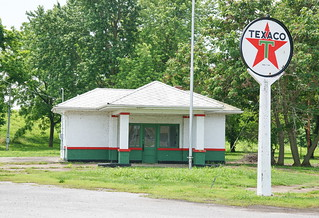 Texaco Gas Station in Old Shawneetown IL 10.6.2018 1223