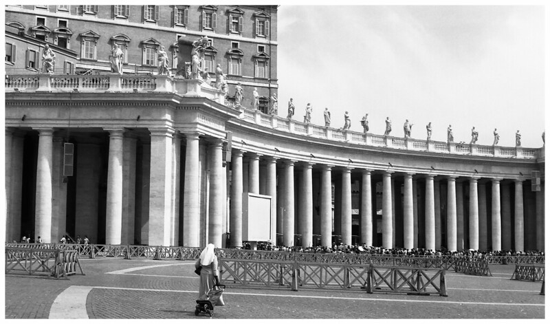 rome vatican st peters sq nun