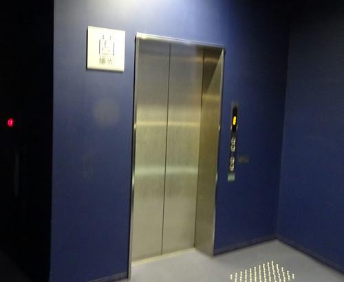 エレベーターは1台