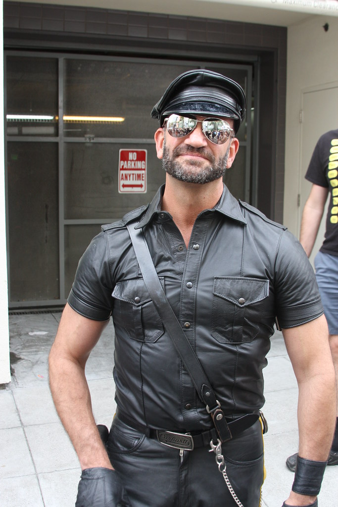 HELLA HOT LEATHER MAN ! DORE ALLEY FAIR 2018 ! ( safe photo )