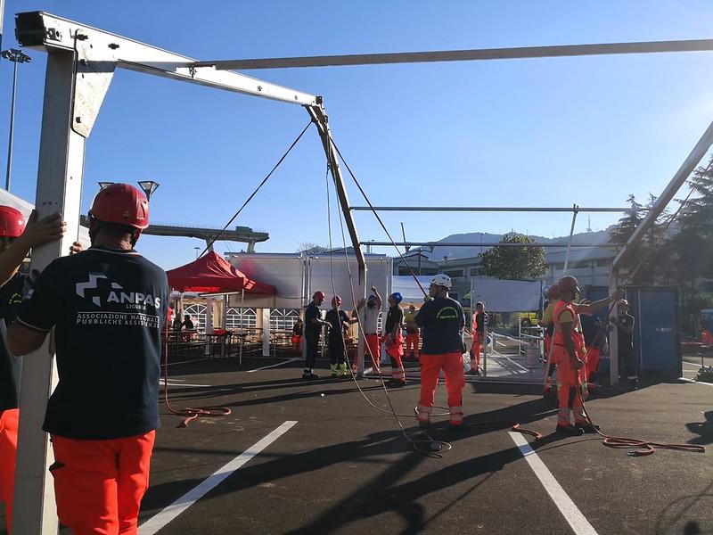 Genova, crollo viadotto A10: il soccorso e l'assistenza dei volontari Anpas