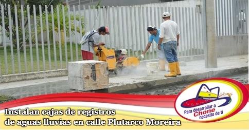Instalan cajas de registros de aguas lluvias en calle Plutarco Moreira