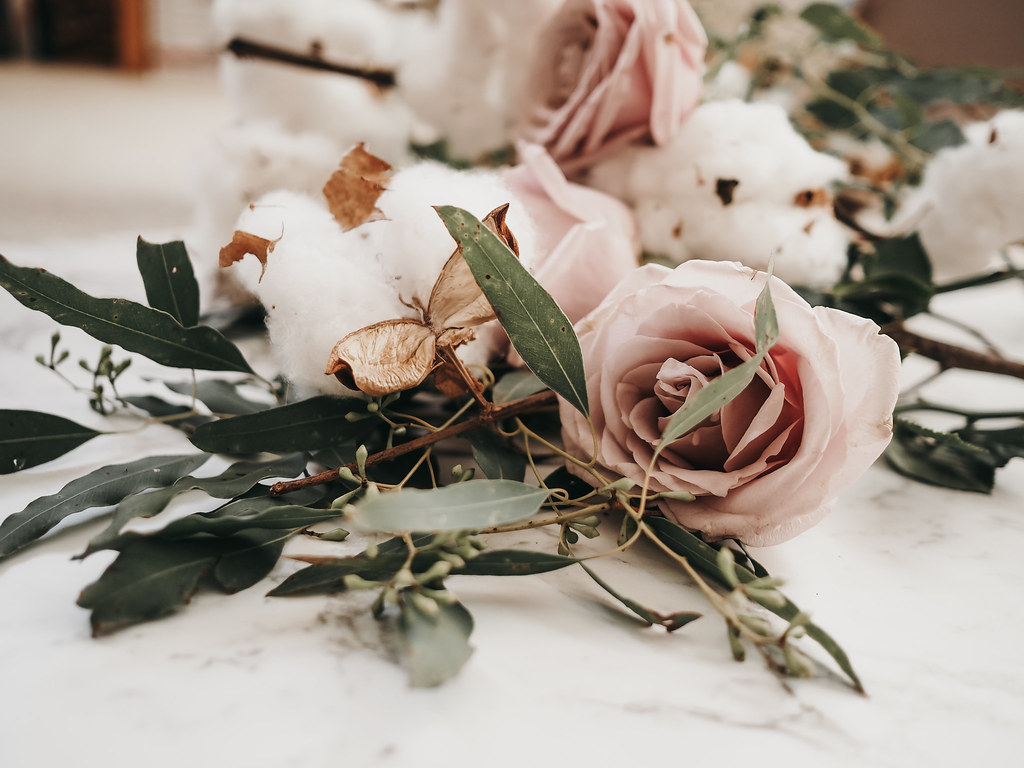roses-cotton-eucalyptus-bouquet-winter-7
