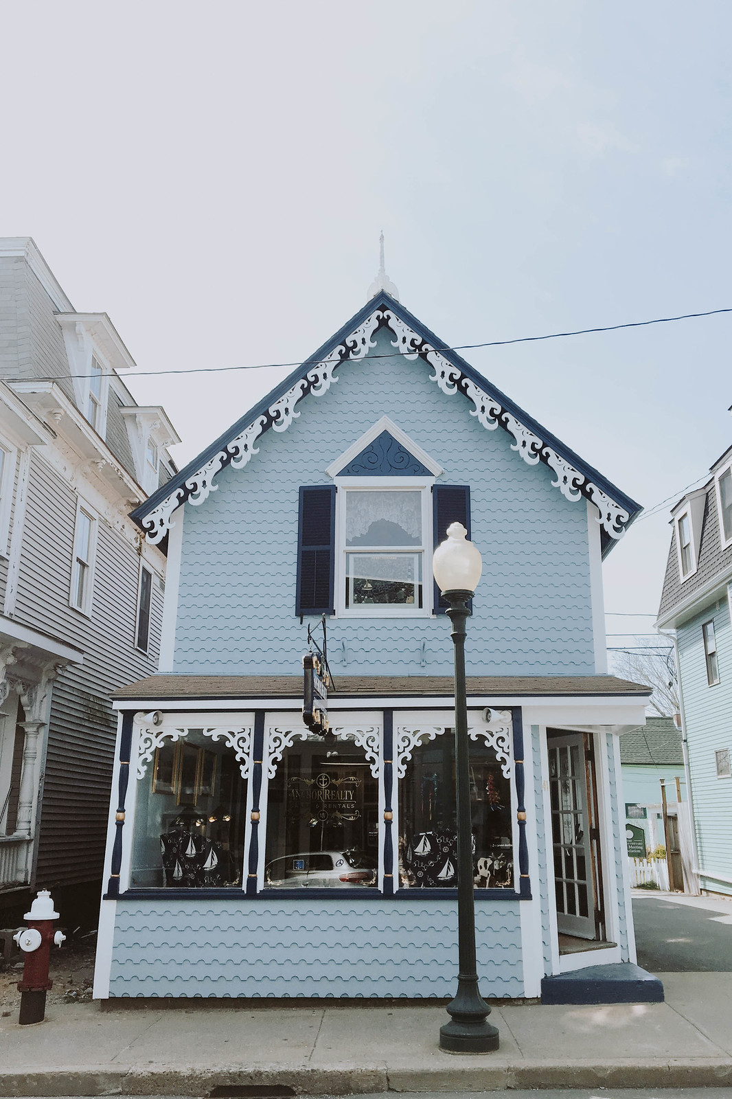 Marthas Vineyard Gingerbread Houses on http://juliettelaura.blogspot.com/