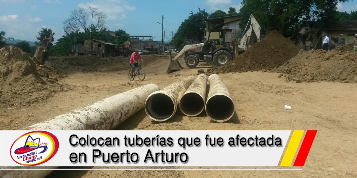 Colocan tuberías que fue afectada en Puerto Arturo