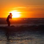 Surf au coucher de soleil