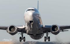 United B737-824 N76516