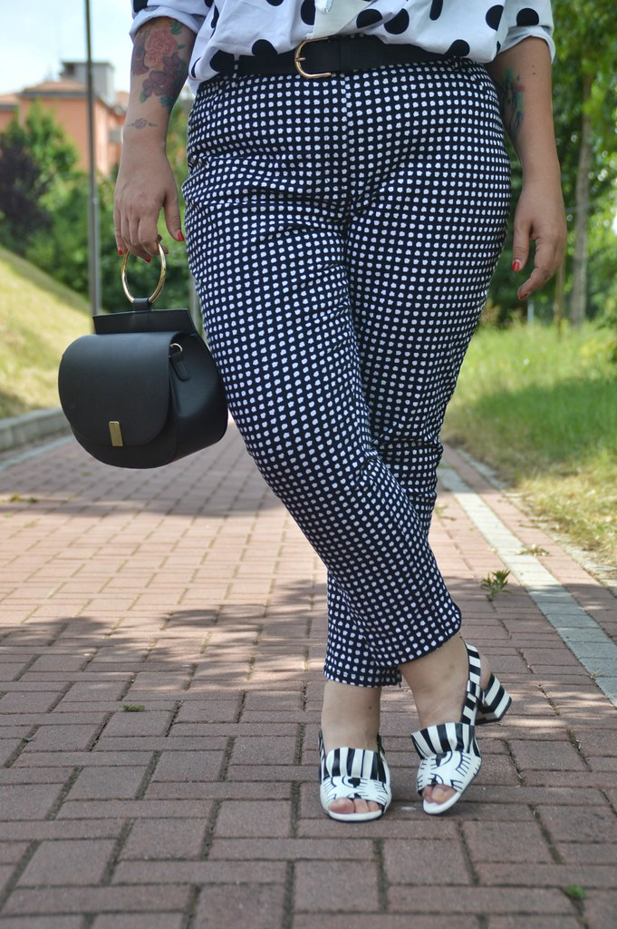 Outfit plus size mix di stampe, blusa lili la tigresse (5)