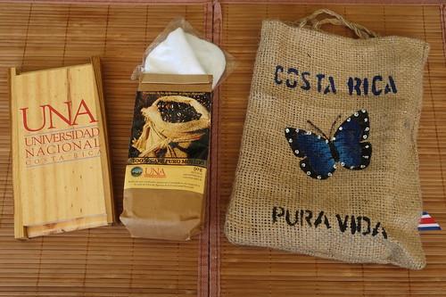 Kaffeefilter und Kaffeepulver von der Escuela de Ciencias Argrarias der Universidad Nacional Costa Rica