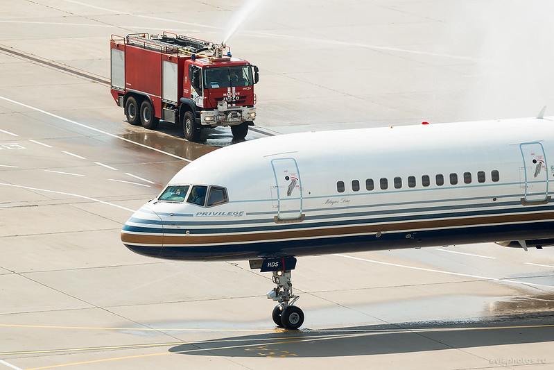 Boeing_757-256_EC-HDS_PrivilegeStyle_145_D800148