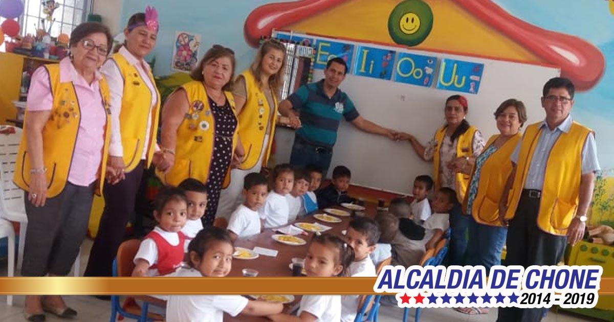 Leones rinden homenaje a niños de UE Ricardo Abad