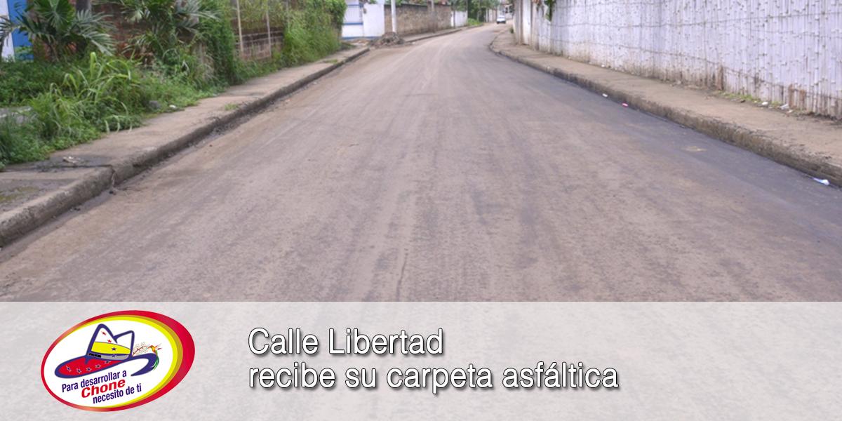 Calle Libertad recibe su carpeta asfáltica
